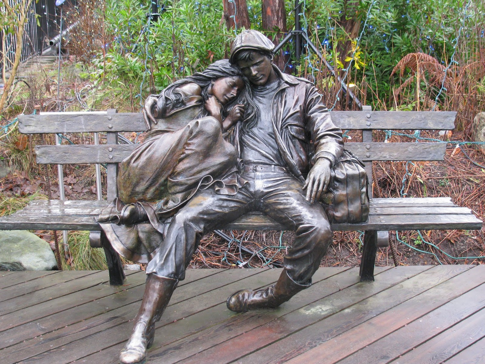 Best selling outdoor man and woman bronze sculpture decoration