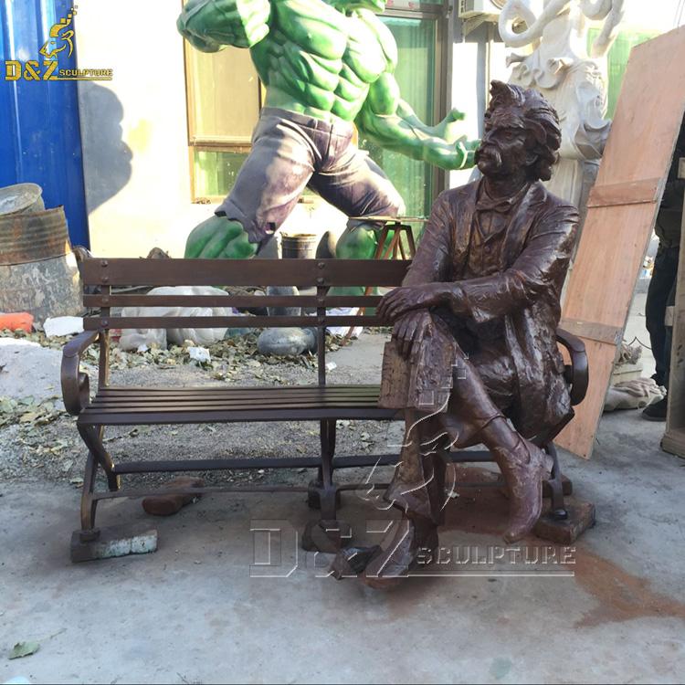 Mark Twain bench statue