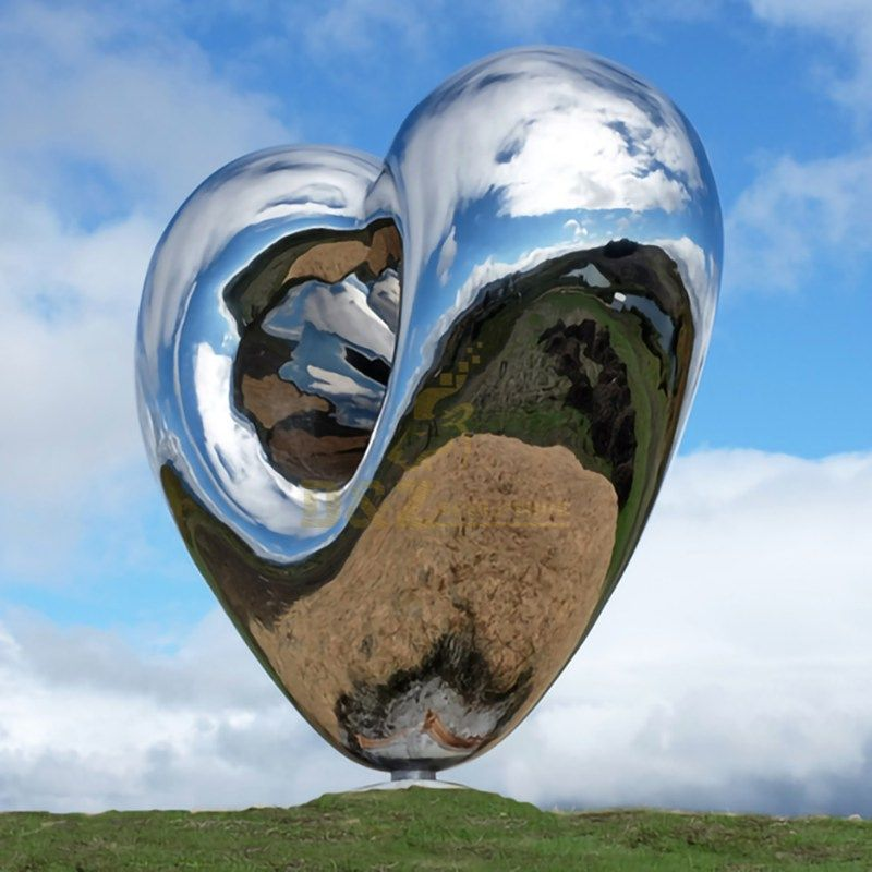Large outdoor mainstream mirror heart sculpture