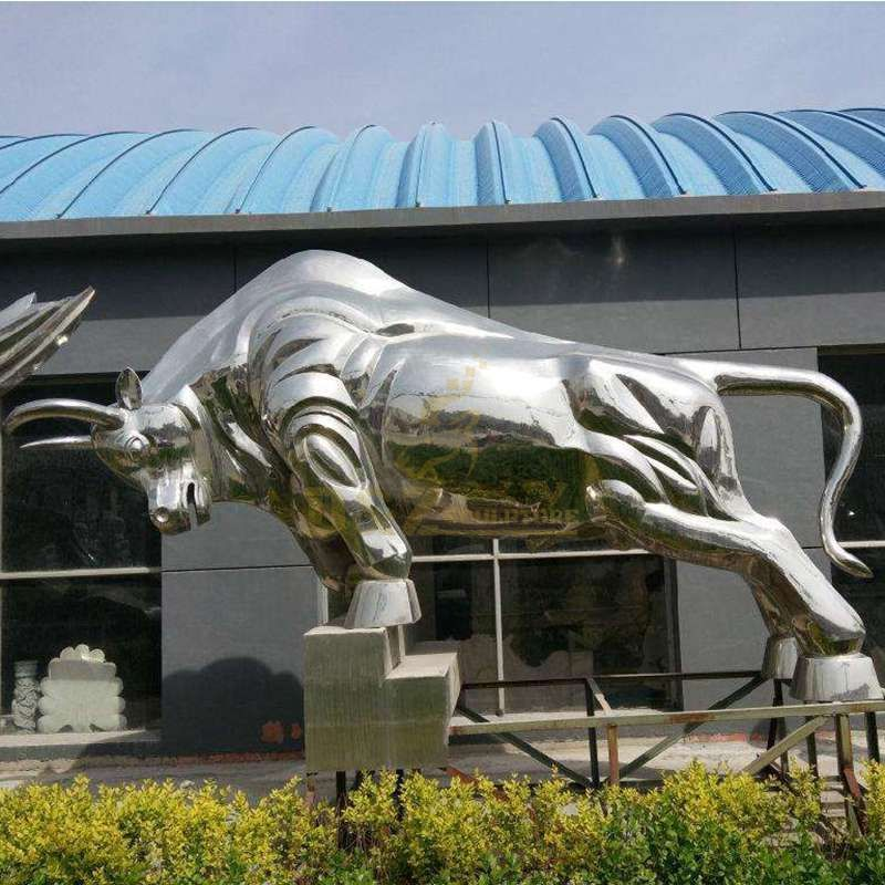 Mirror polishing stainless steel cow sculpture