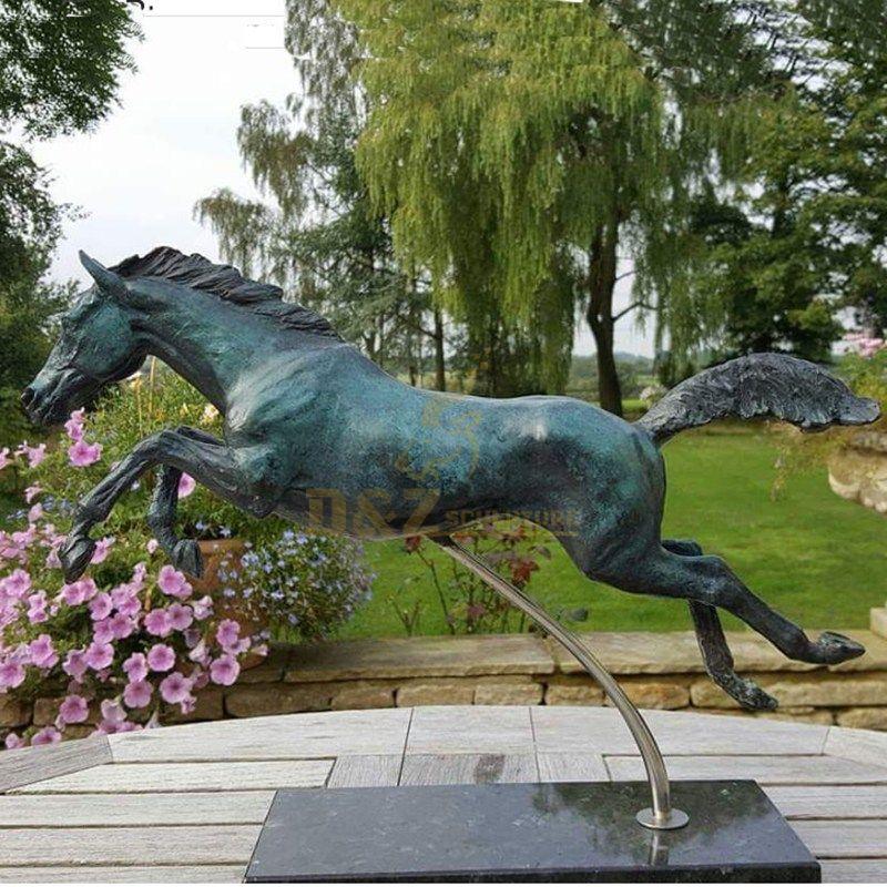 horse statue garden