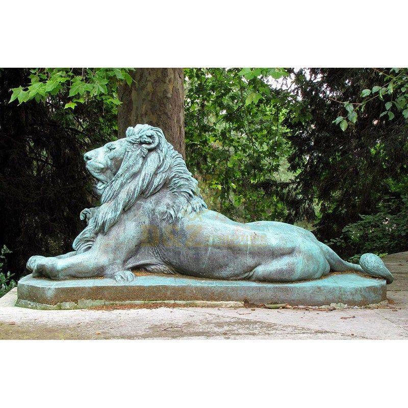 Outdoor life size bronze lion sculpture for sale