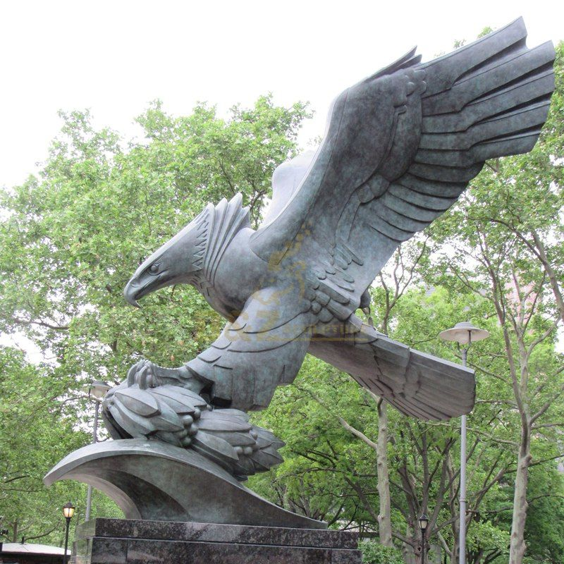 Large animal metal casting bronze eagle sculpture