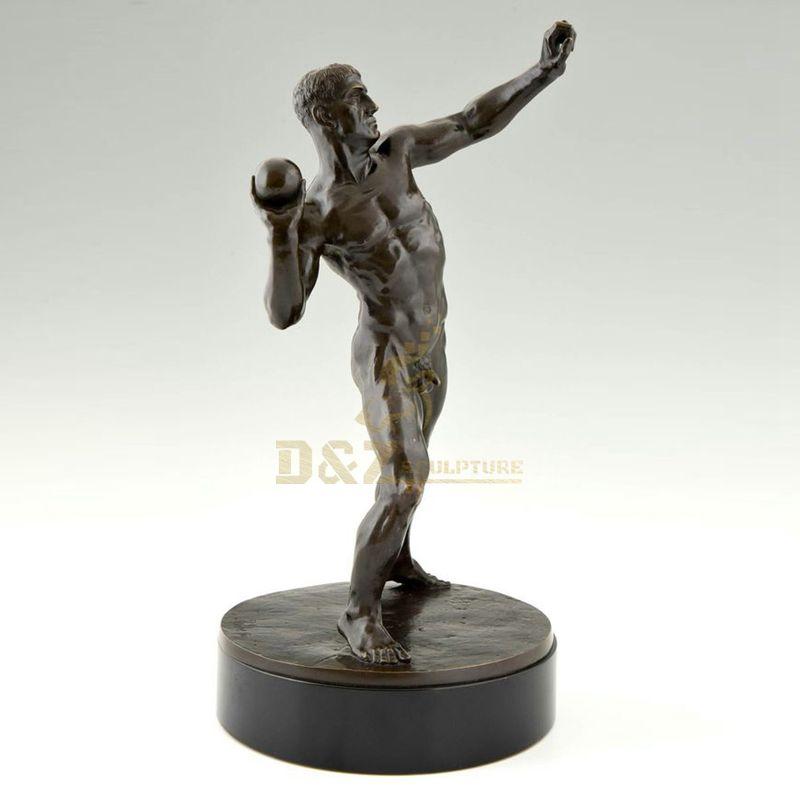 Casting large size bronze sport sculpture for landscape decoration