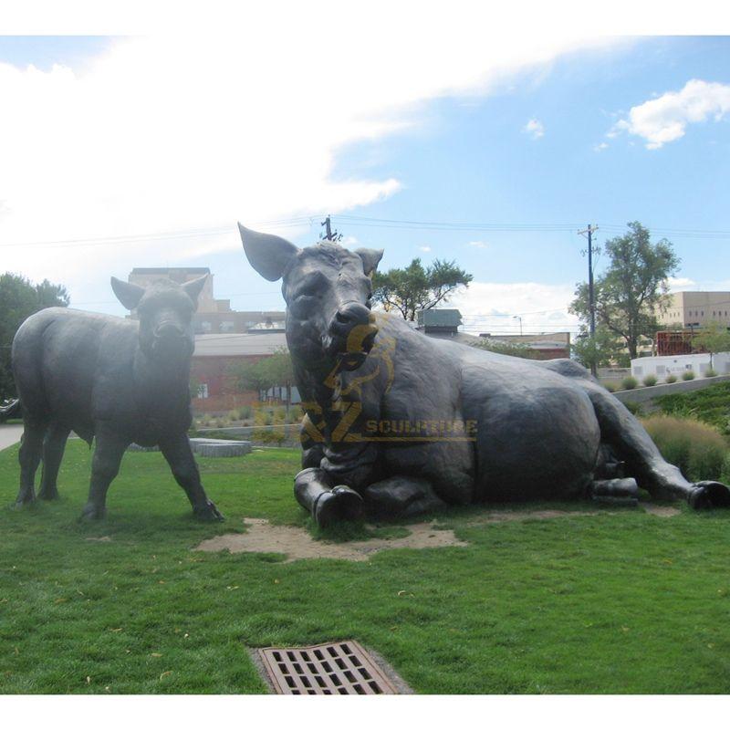 Bronze bull sculpture square park building decoration