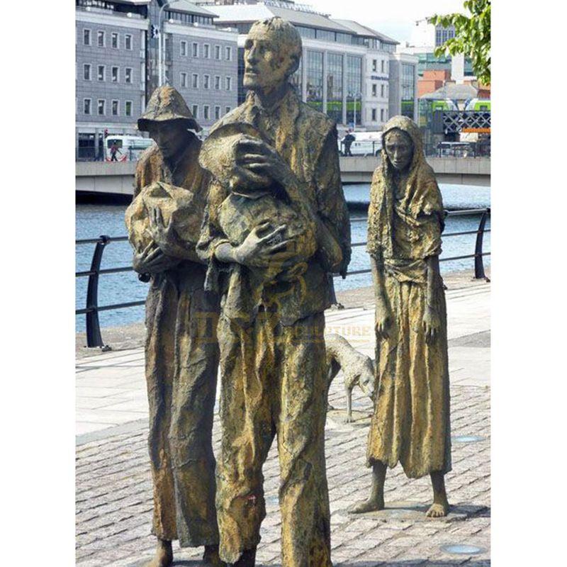 Metal Casting Bronze Scarecrow Life Size Man Sculpture
