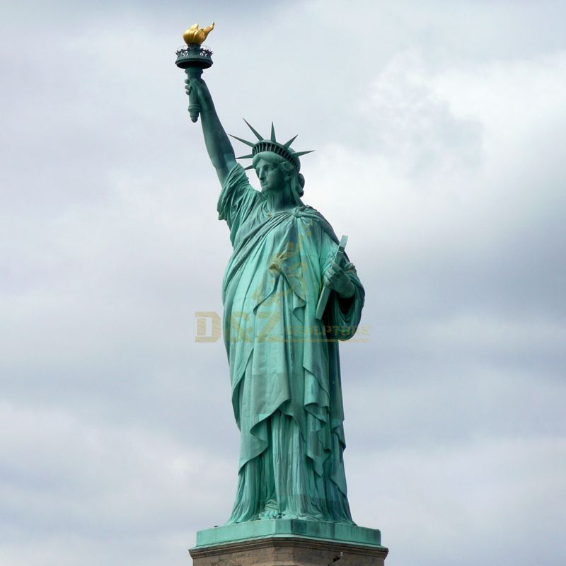 The city woman monument of the Liberty Statue famous bronze Figure sculpture