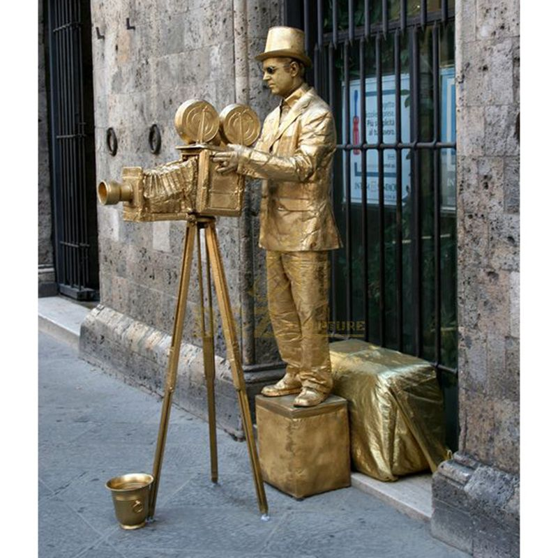 City decoration art cast metal playing statue
