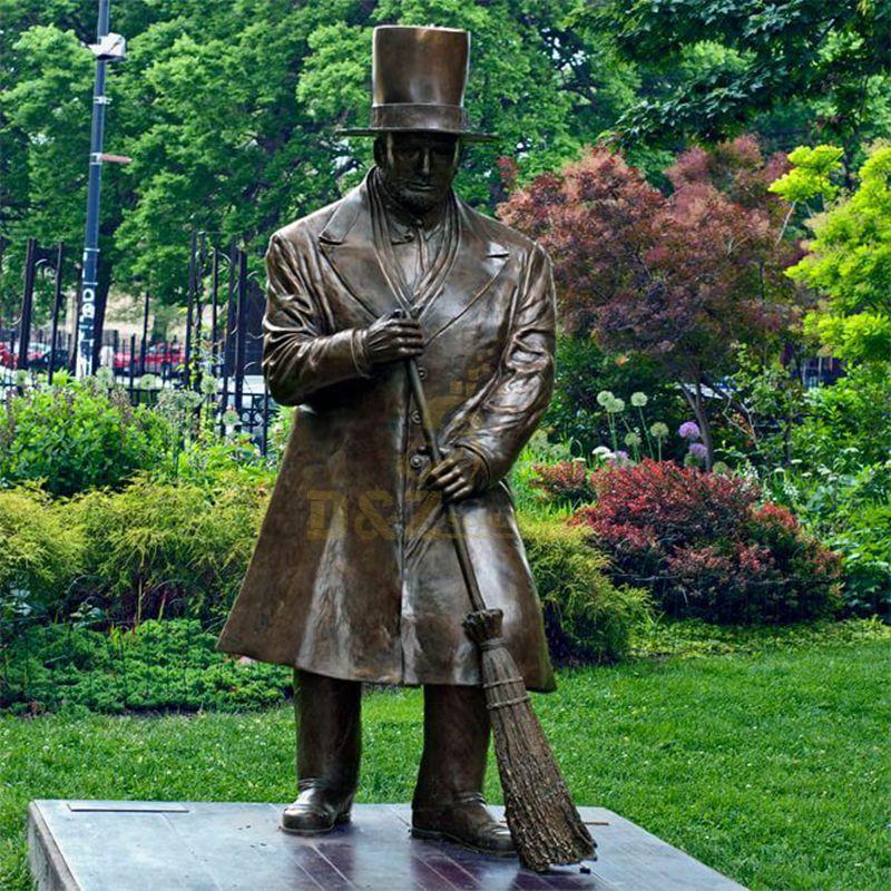 Custom Bronze Park Worker Sculpture Outdoor Decoration
