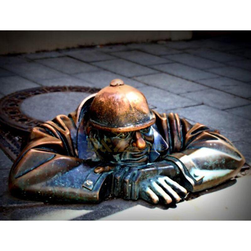 Artistic Sculpture of European Street Figures