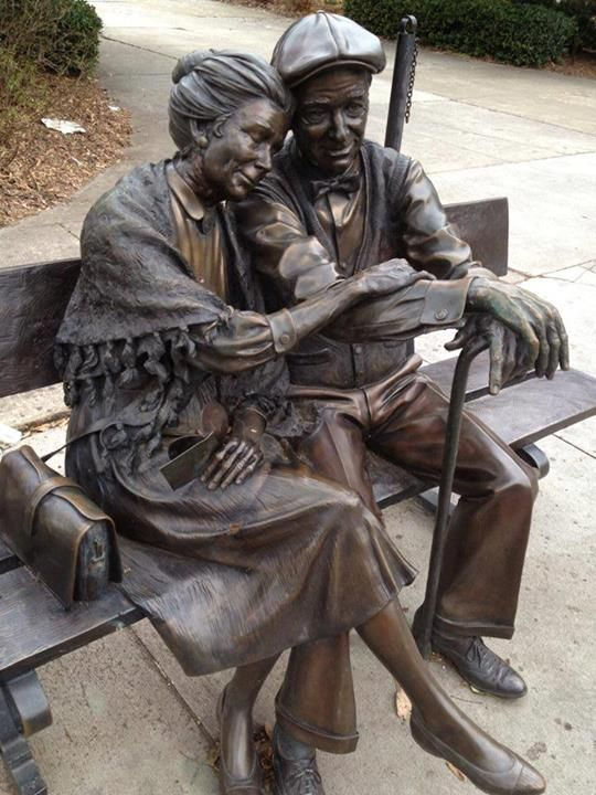 Roadside decoration Bronze Man Sitting Chair Statue Brass Statue