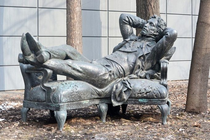 Hot sale custom made wholesale bronze sitting man statue