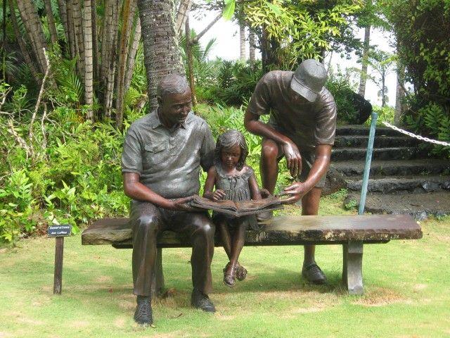 European cast metal handicraft bronze sculpture reading on the chair family sculpture