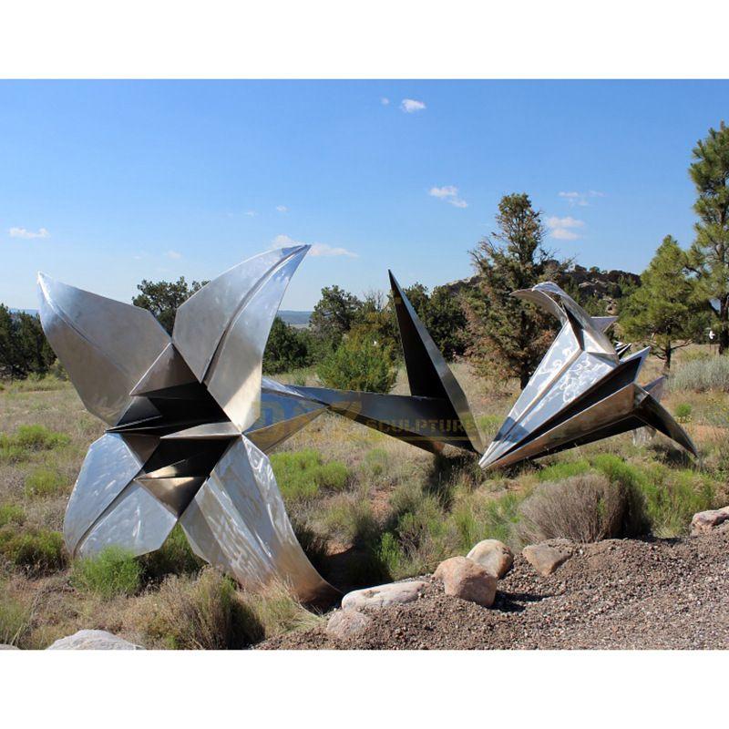 Stainless Steel Garden Sculpture Modern Metal Flower Sculpture