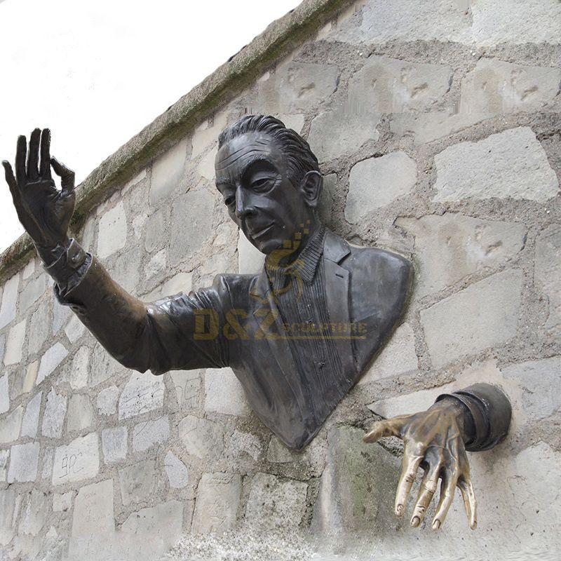 Popular Design Metal Art Wall Decoration Bronze Man Sculpture