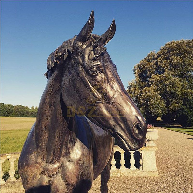 horse's head statue