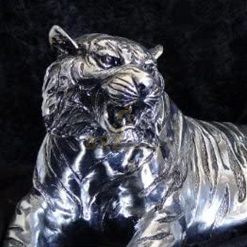 sitting tiger statue