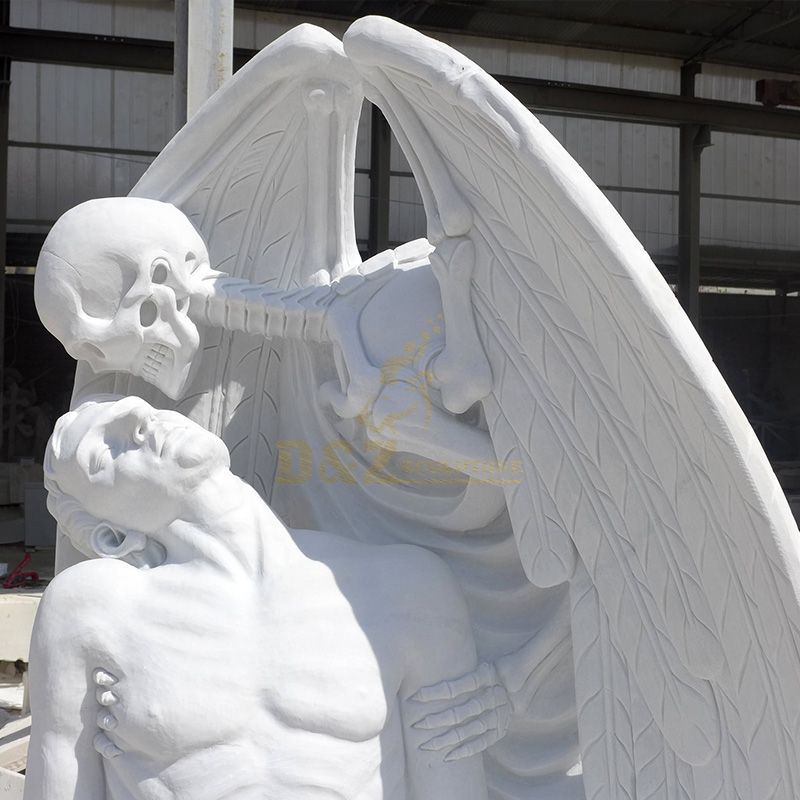 kiss of death statue