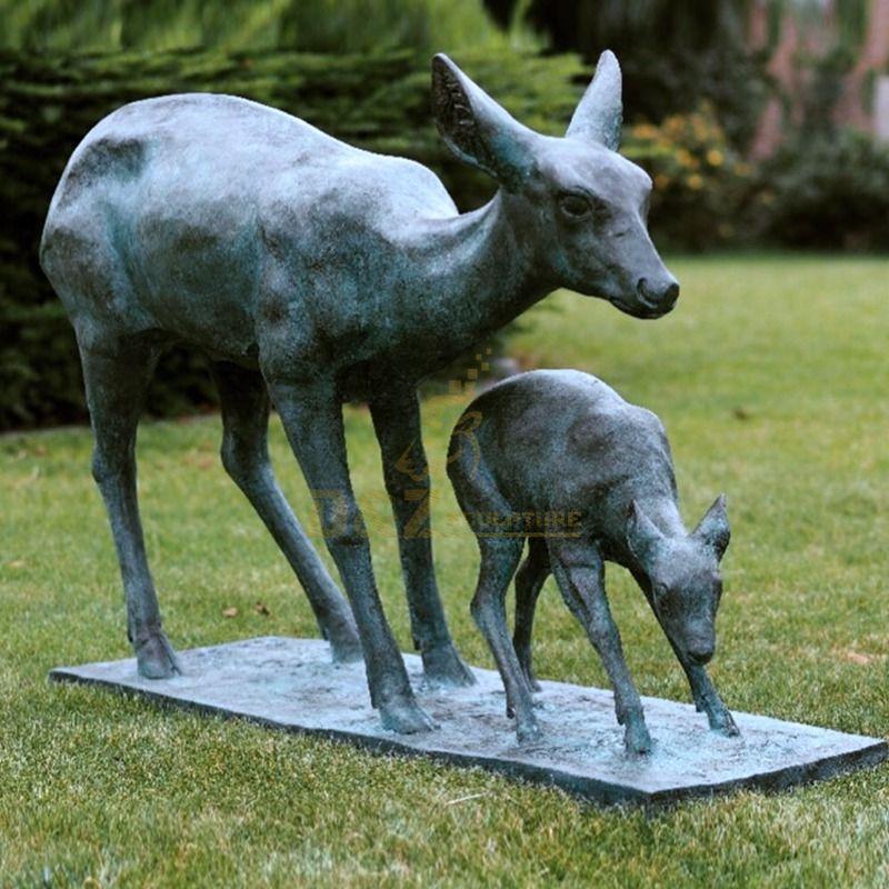 Hot sale park decoration artwork doe and fawn bronze sculpture
