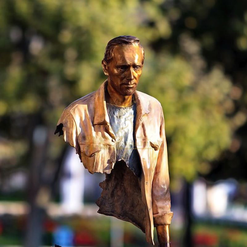 the traveler statue