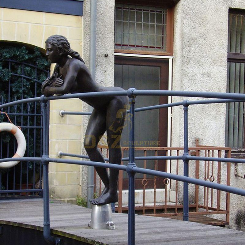 naked girl statue