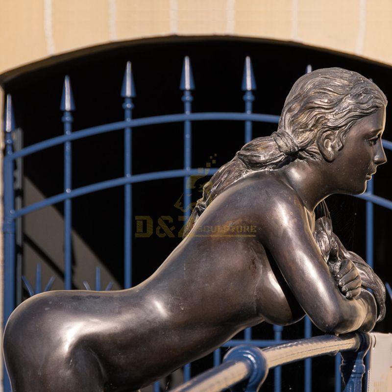 nude women statues