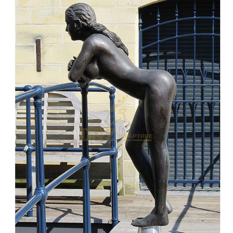 nude girl statue