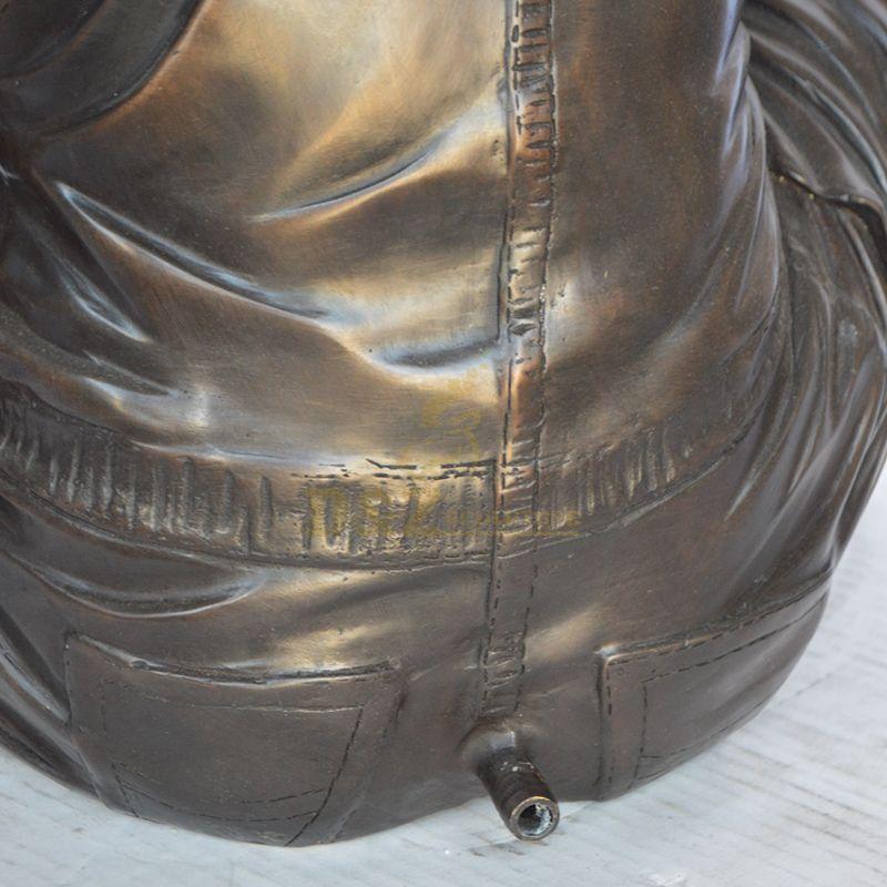 boy fountain statue