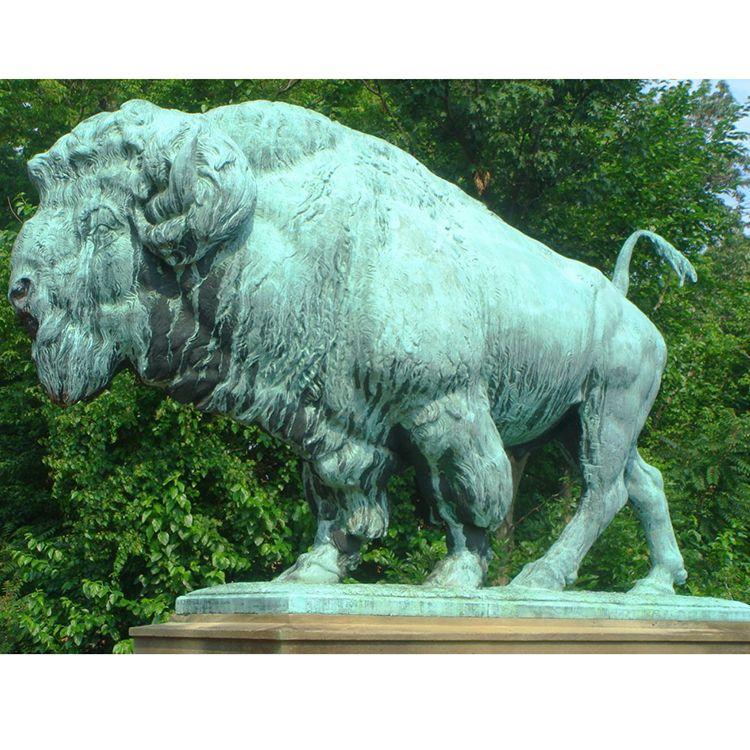 Large size bronze bison sculpture for garden decoration
