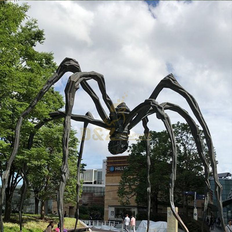 Outdoor giant maman spider statue