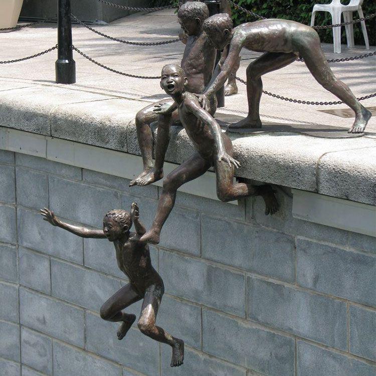 first generation sculptur