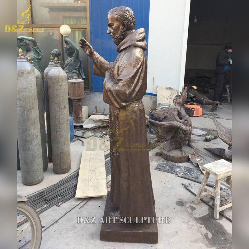 padre pio outdoor statue