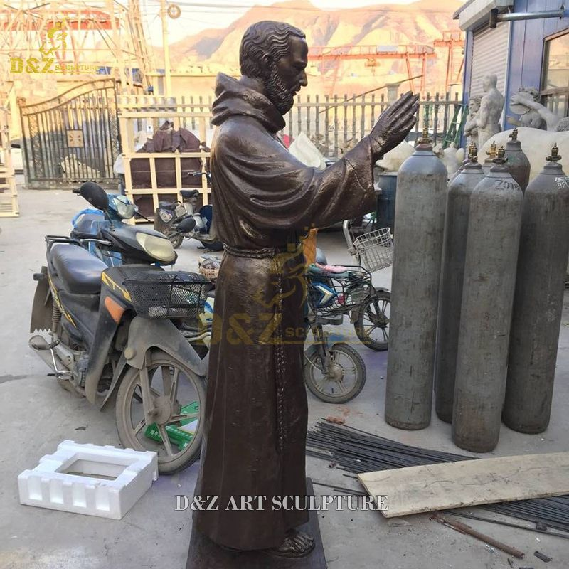 statue of st padre pio