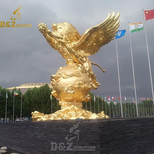 Oudoor large gold winged lion statue for sale
