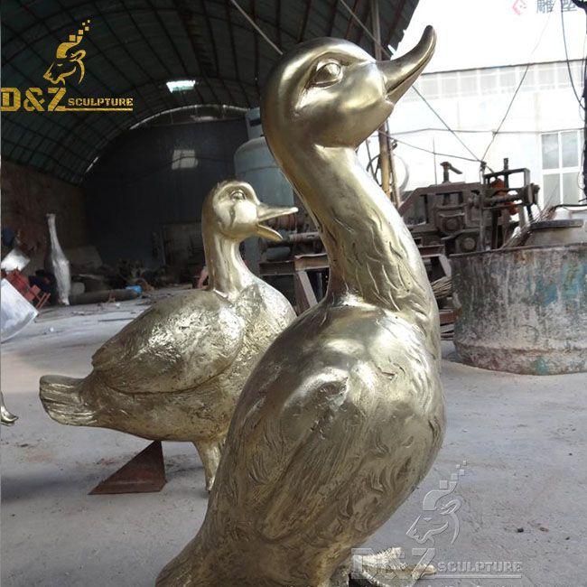 Outdoor bronze duck garden statue