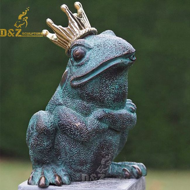 Giant sitting frog with crown garden statue