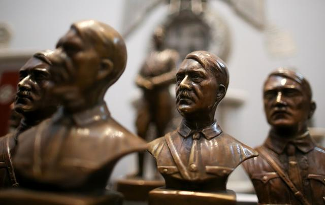 Are there statues of hitler in germany?