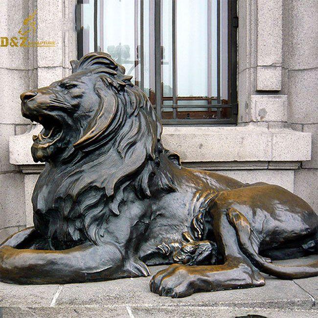 Outdoor bronze lying lion statue
