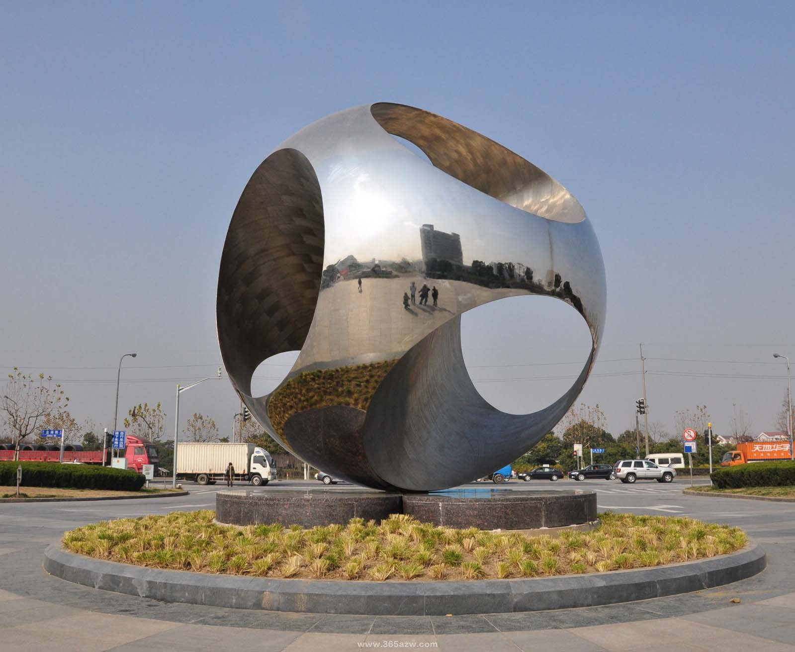 Five advantages of stainless steel sculpture