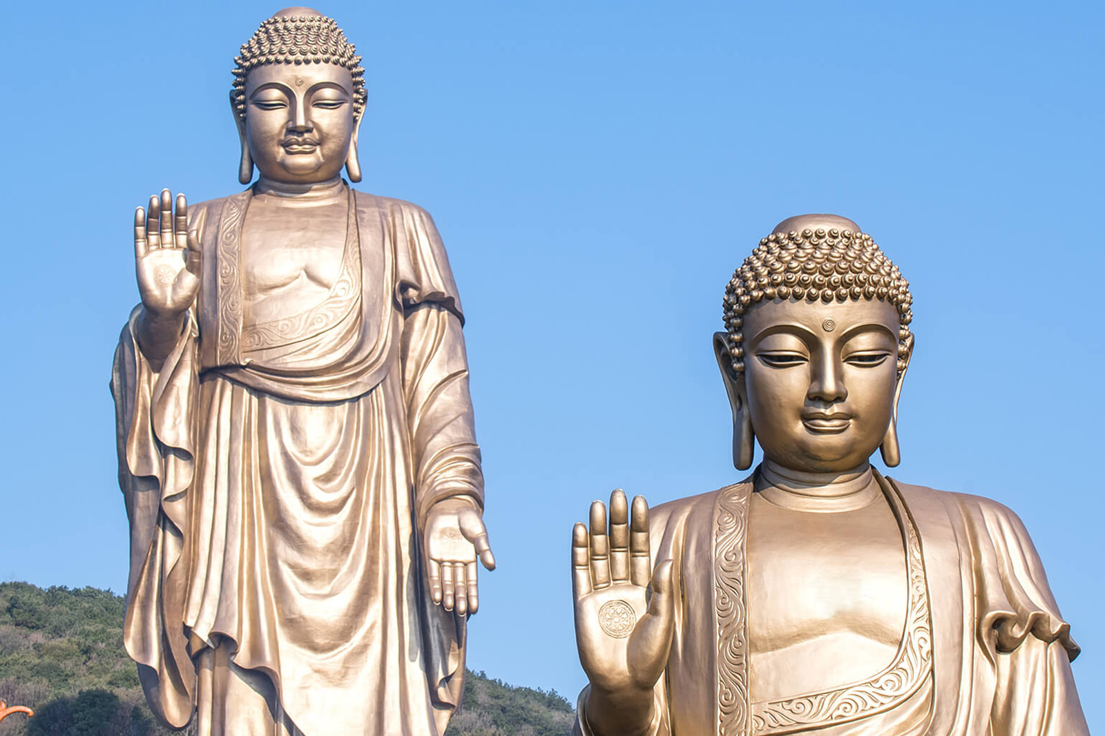 what does a buddha statue represent?