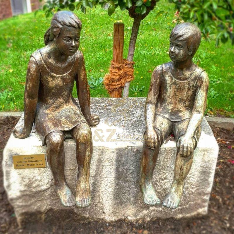 Figure Sculpture Beautiful Bronze Boy and Girl Garden Statues