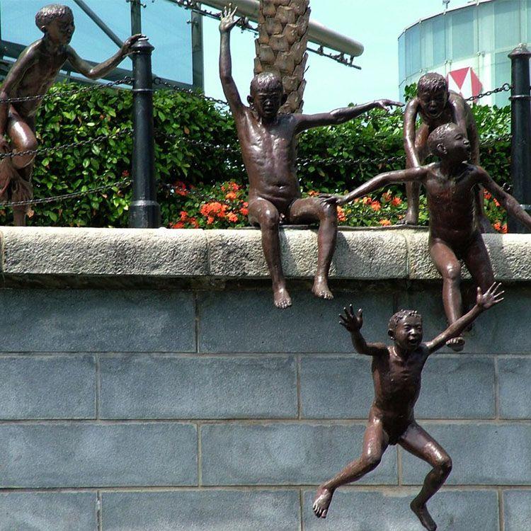 sculpture along singapore river
