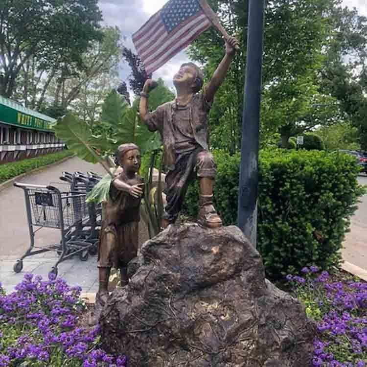 patriotic yard statues
